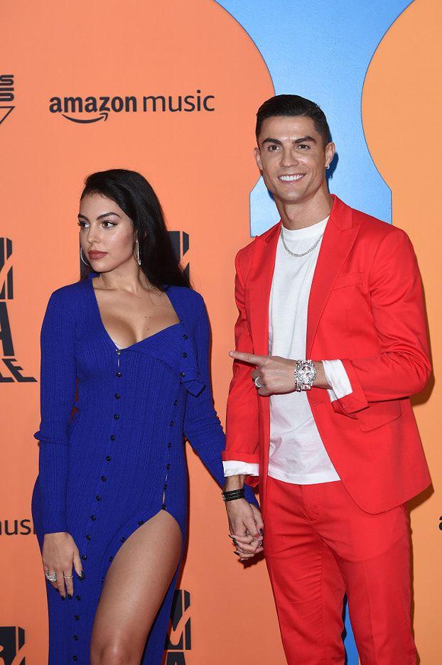 Dumny Cristiano Ronaldo chwali się ukochaną na MTV EMA. Pasują do siebie? (ZDJĘCIA)