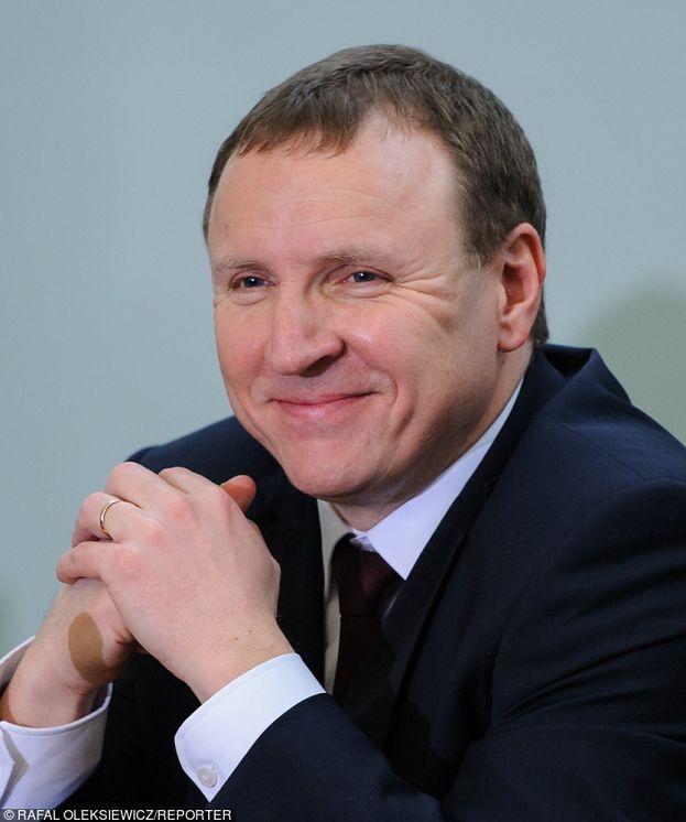 """Są skargi na """"paski"""" z TVP Info: """"OBROŃCY PEDOFILÓW i alimenciarzy twarzami oporu przeciwko reformie sądownictwa""""..."""