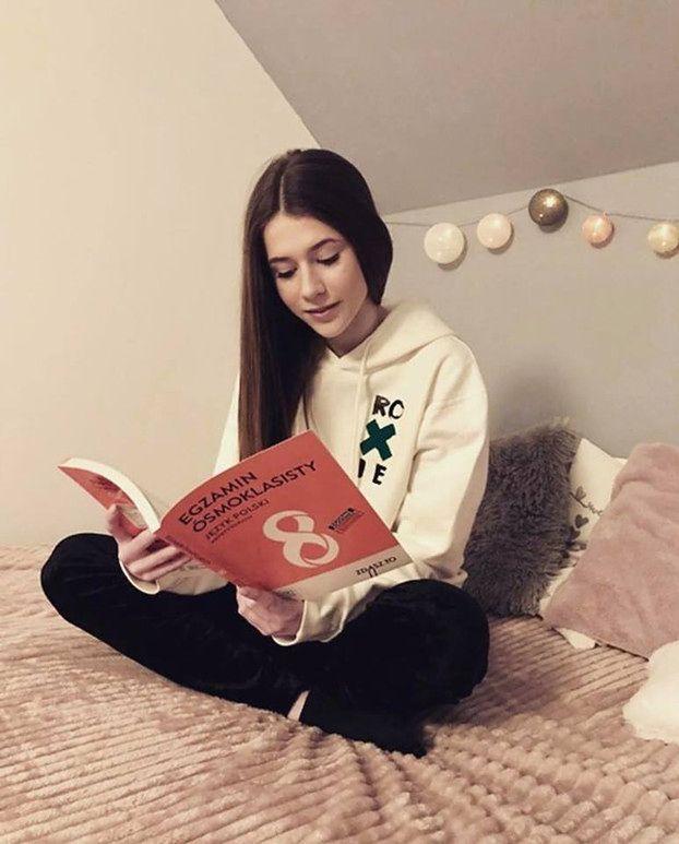 """Fani Roksany Węgiel krytykują odważny tekst jej nowej piosenki. """"Słyszeć takie słowa z ust 14-latki jest TROCHĘ DZIWNE"""""""