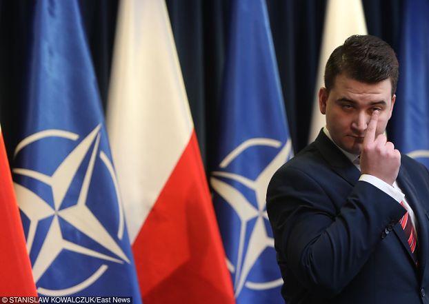 """Misiewicz balował w Białymstoku: """"Z kieszeni WYCIĄGAŁ SETKĘ ZA SETKĄ, straszna wiocha…"""""""