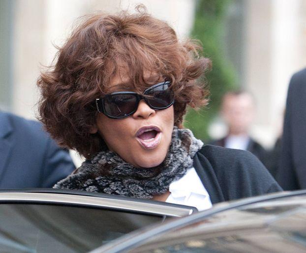 Whitney UTONĘŁA W WANNIE?