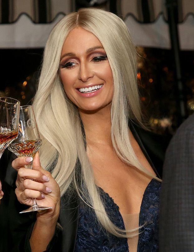 """Paris Hilton została VLOGERKĄ! Fani sceptyczni: """"Chyba potrzebujesz edytora..."""" (WIDEO)"""