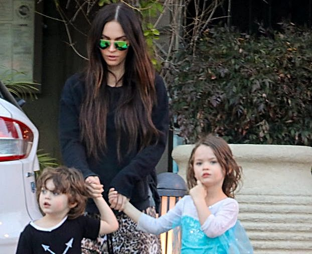 """Megan Fox i Brian Austin Green zakładają synowi sukienki! """"Nikogo nie krzywdzi!"""""""