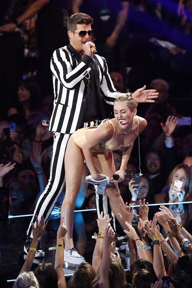 Miley Cyrus OSKARŻONA O... RASIZM!