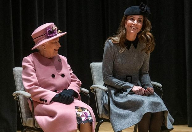 Królowa Elżbieta i księżna Kate cierpią na tę samą chorobę!
