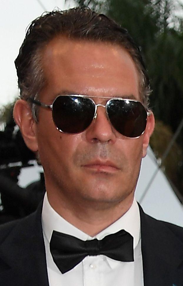 Szczupła La Toya Jackson pozdrawia z czerwonego dywanu w Cannes