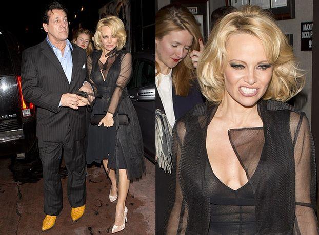 Pamela Anderson znowu bez stanika... (ZDJĘCIA)