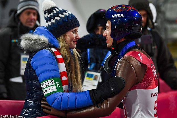 Stoch całuje się z żoną po zdobyciu złotego medalu (FOTO)