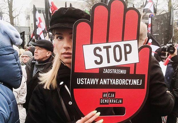 """Maffashion protestuje na Czarnym Marszu. Fani: """"Szkoda, że POPIERASZ MORDERSTWA!"""""""