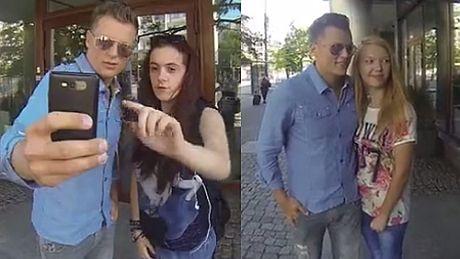 Brzozowski robi sobie selfie z fanką