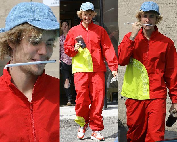 """""""Modny"""" Justin Bieber nerwowo skubie słomkę"""