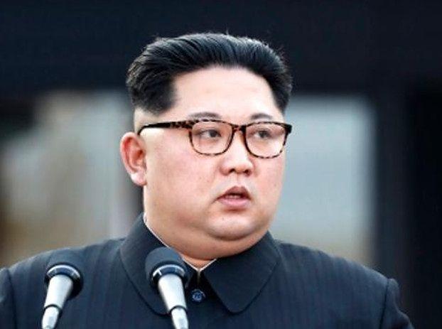 Koreański dyktator zaprezentował BRUDNĄ PUPĘ (FOTO)