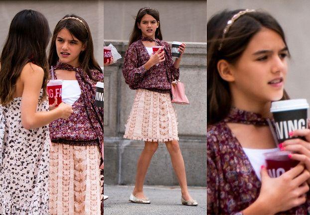 13-letnia Suri Cruise w eleganckim wydaniu raczy się sokiem w towarzystwie znajomej (ZDJĘCIA)