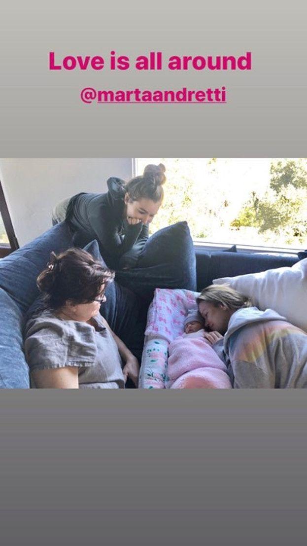 """Rozanielona Joanna Krupa zachwyca się Ashą-Leigh wraz z mamą i siostrą: """"Love is all around"""" (FOTO)"""