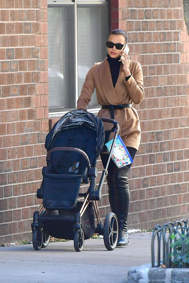 Elegancka Irina Shayk spaceruje z małą Leą po Nowym Jorku (ZDJĘCIA)