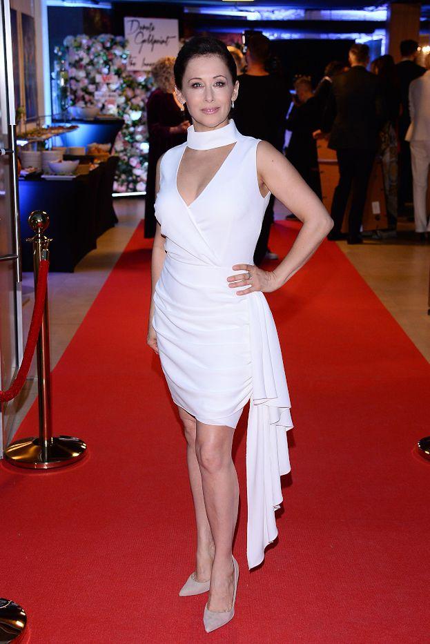 Dawno niewidziana Jolanta Fraszyńska chwali się zgrabnymi nogami na imprezie projektantki Agaty Dudy