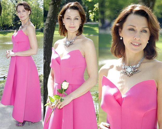Anna Popek pozuje w różowej sukni... (ZDJĘCIA)