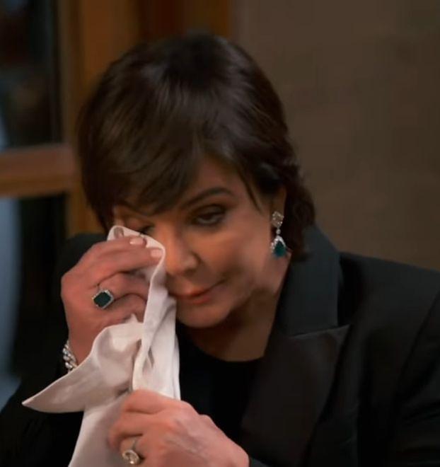 Półprzytomna Kim Kardashian słania się po posadzce i wymiotuje do sedesu (FOTO)