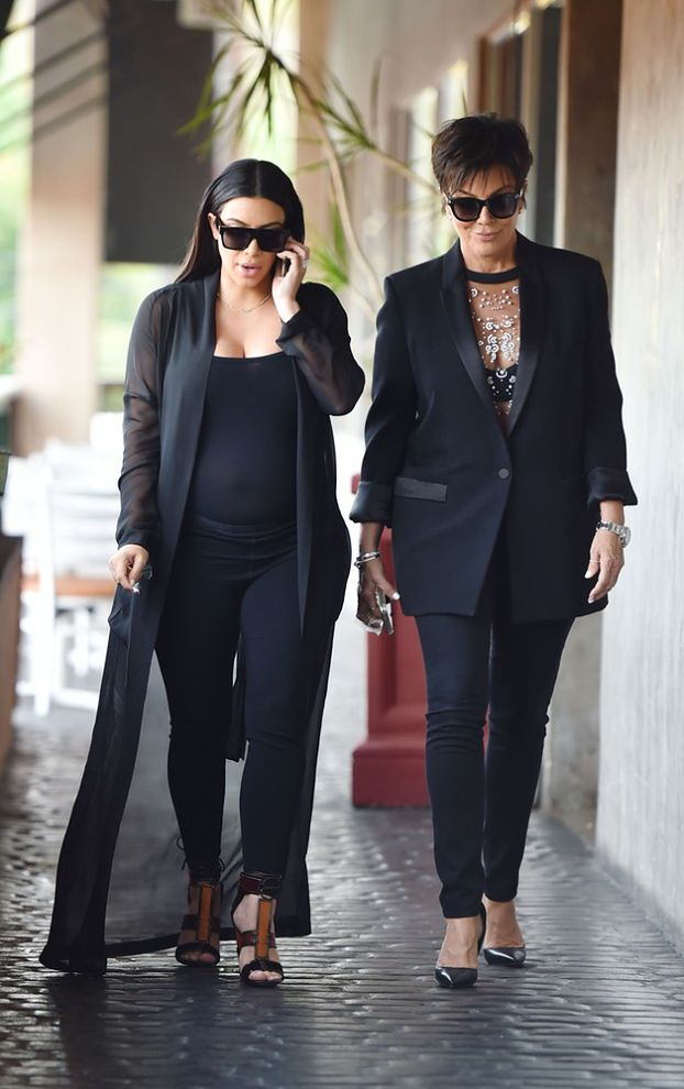 Ciężarna Kim Kardashian w prześwitującej bluzce (ZDJĘCIA)