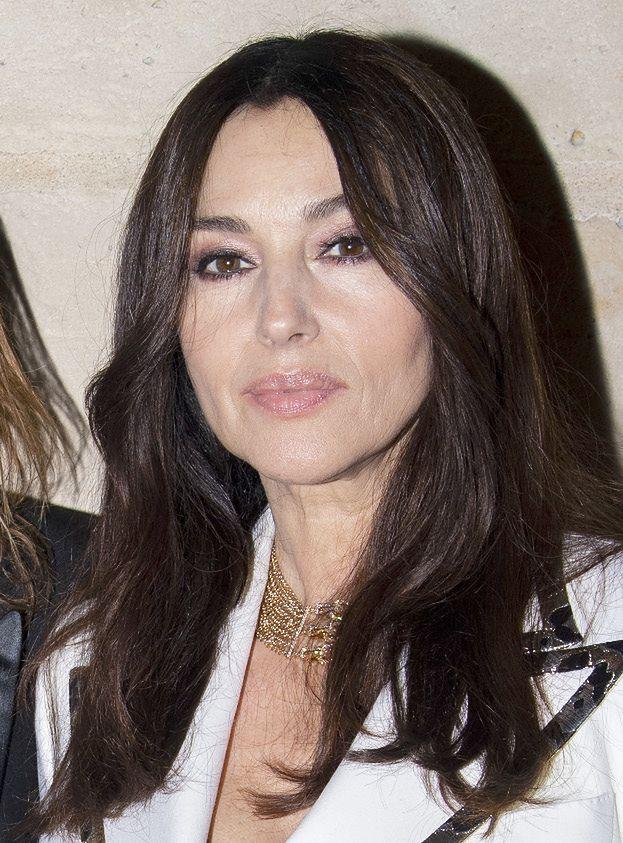 Monica Bellucci pozuje z młodszym kochankiem na imprezie biżuterii