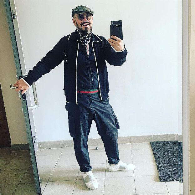 Czarna bluza w stylizacjach celebrytów jak ją nosić? Pudelek