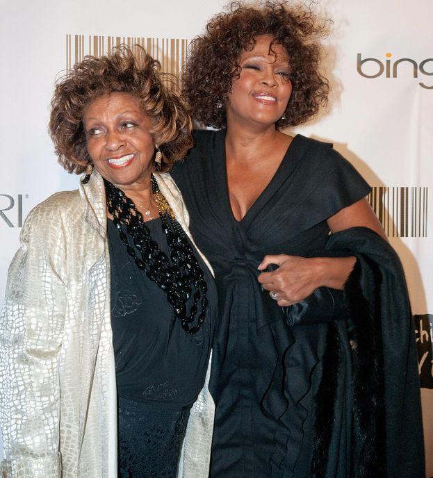 Matka Whitney napisze jej biografię