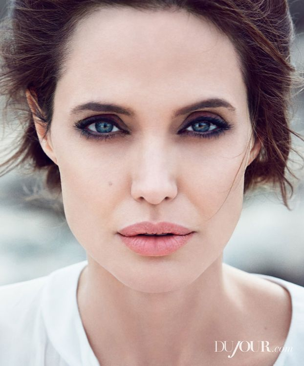 Subtelna Angelina Jolie!