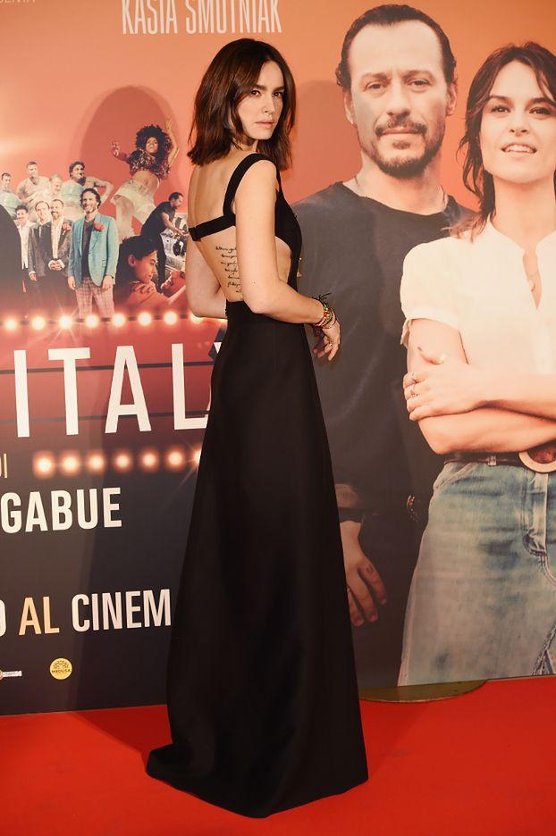 Kasia Smutniak chwali się tatuażem na premierze