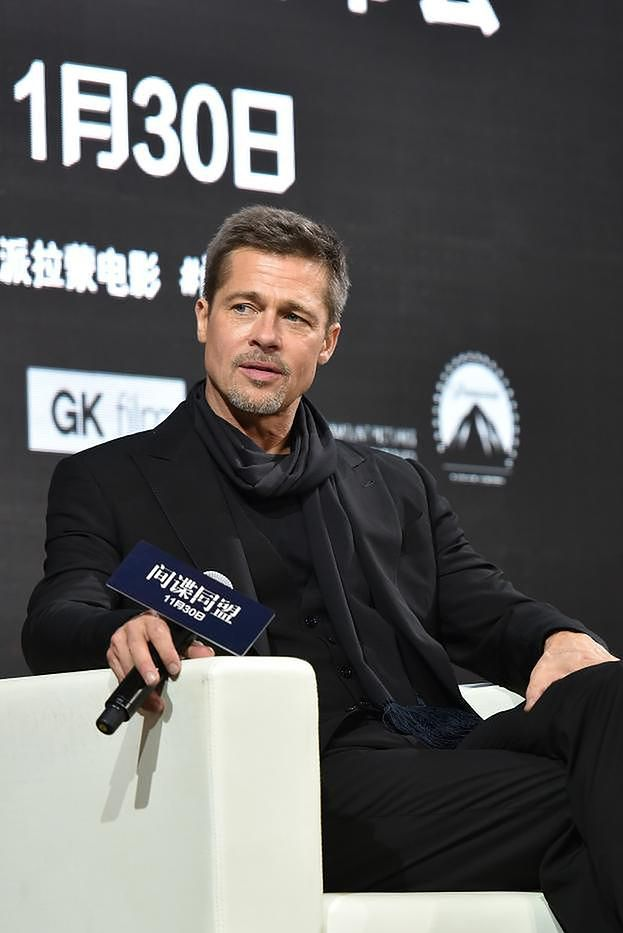 Brad Pitt wciąż nie dogaduje się z Maddoxem? 18-latek NIE UZNAJE GO ZA OJCA!