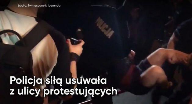 Nocne blokady pod Sejmem. Policja siłą usuwała demonstrantów! (WIDEO)
