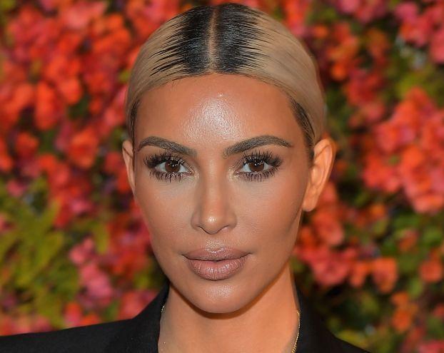 """Kim Kardashian smaruje twarz maścią na hemoroidy: """"STRASZNIE ŚMIERDZI, ALE DZIAŁA!"""""""