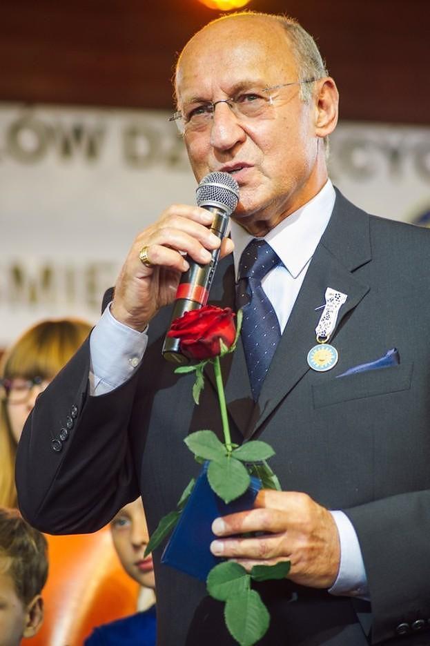 """Piotr Fronczewski TRAFIŁ DO SZPITALA! """"Nie wiemy, kiedy do nas wróci"""""""