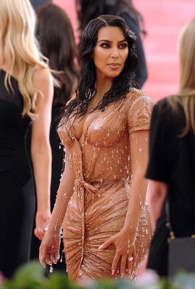 """Kanye West wpadł w SZAŁ na widok kreacji Kim Kardashian z MET Gali: """"Nie jestem już raperem, który ogląda się za TAKIMI dziewczynami"""""""