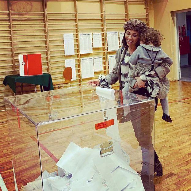 Natalia Kukulska pokazała zdjęcie z córką. Poszły razem na głosowanie (FOTO)