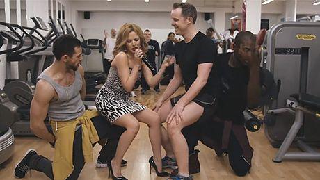 Kylie śpiewa na… siłowni!