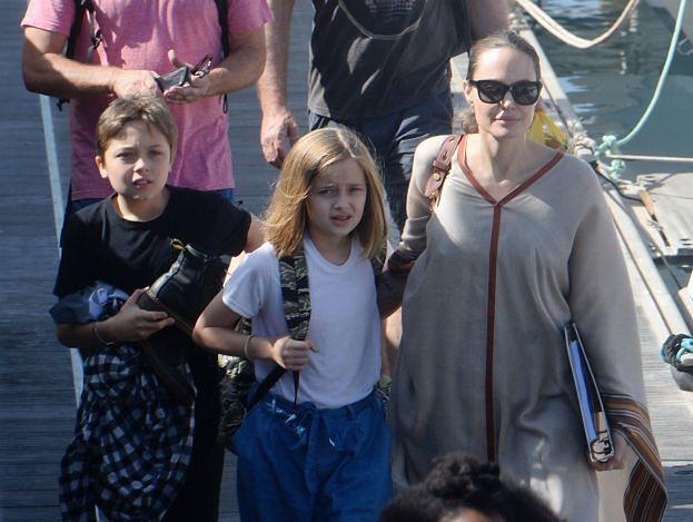 Angelina Jolie w przerwie od pracy zafundowała dzieciom wypad na Fuerteventurę (ZDJĘCIA)