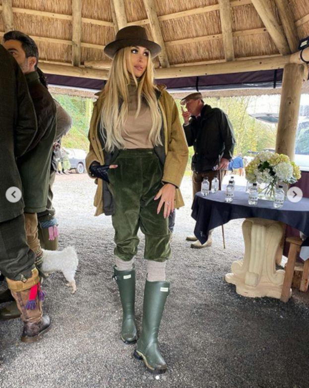 """Julia Dybowska próbuje imponować zdjęciami z luksusowego polowania. Nie udało się: """"WSTYD, UNFOLLOW!"""""""