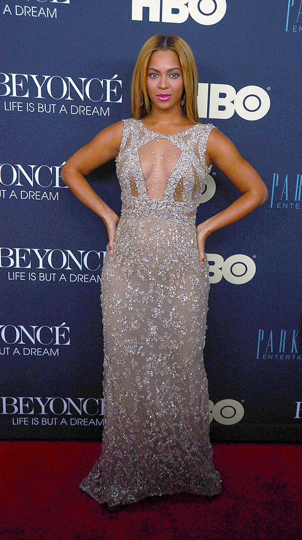 Beyonce POKAZUJE BIUST!