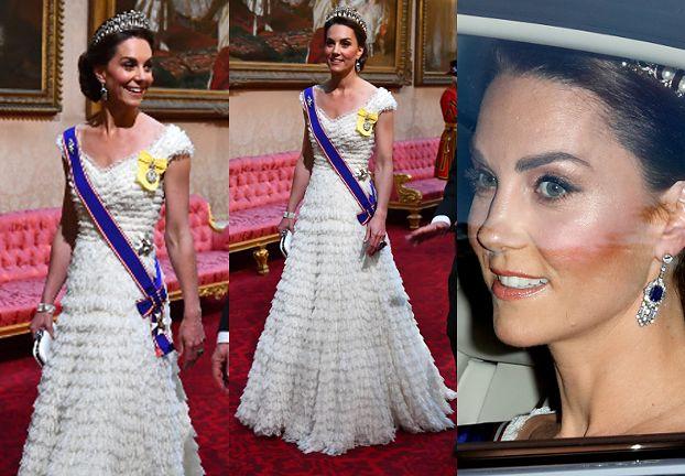 Księżna Kate w sukni Alexandra McQueena i tiarze Diany na bankiecie w Pałacu Buckingham