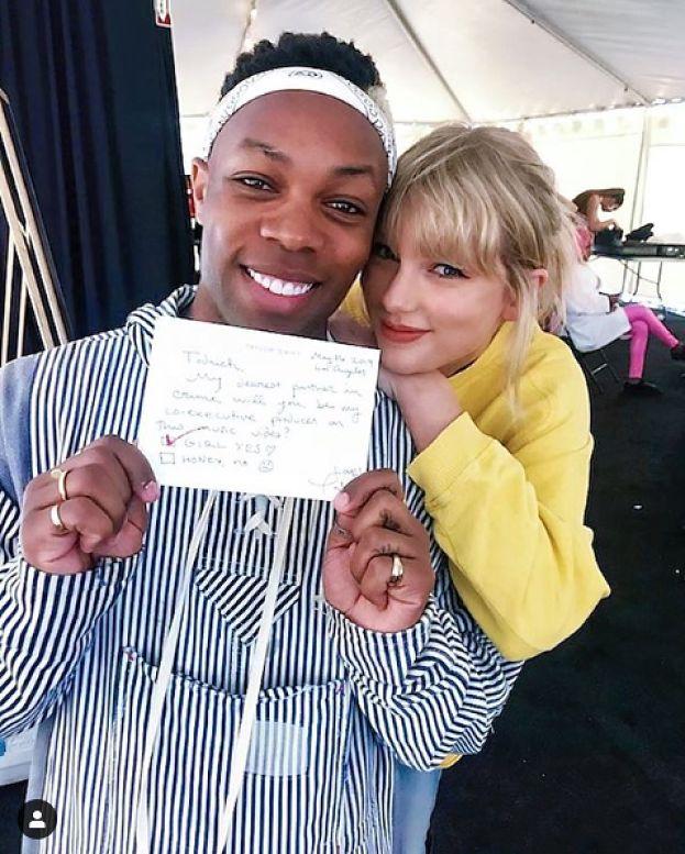 """Były współpracownik Swift: """"Taylor podczas sceny w wannie miała na palcu pierścionek, który skradziono Kim Kardashian"""""""