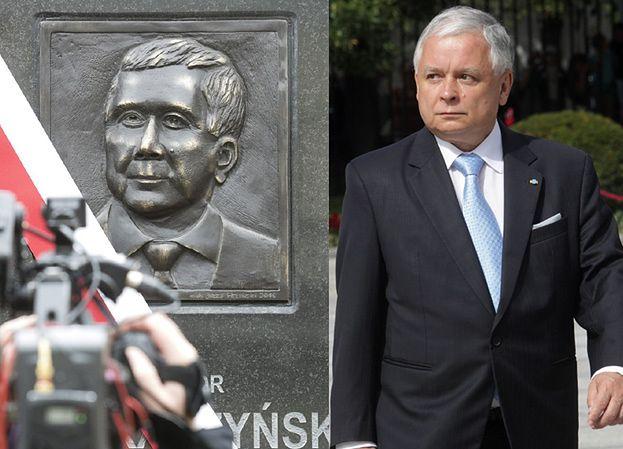 """Autor płaskorzeźby Lecha Kaczyńskiego: """"Ja mam zdjęcie i wygląda podobnie"""""""