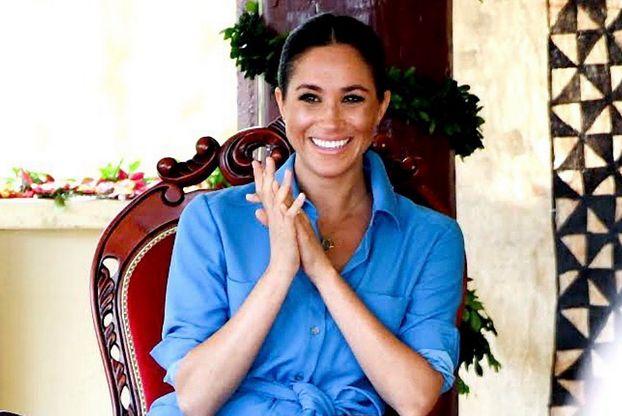 """Meghan Markle zaciska dłonie """"z podniecenia nowym statusem""""? Gestom księżnej przyjrzała się ekspertka"""