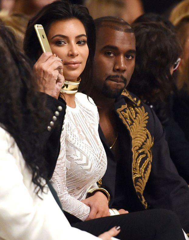 """Kim: """"Nie jestem w ciąży! Ja i Kanye szalejemy za sobą!"""""""