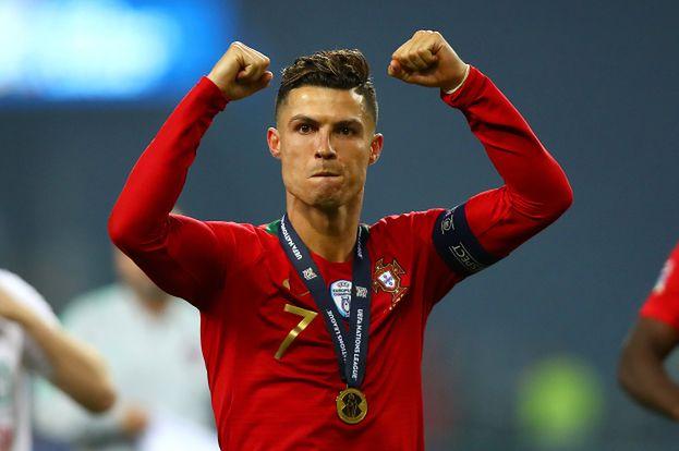 Cristiano Ronaldo zarabia na Instagramie WIĘCEJ NIŻ NA BOISKU! Kwoty przyprawiają o zawrót głowy