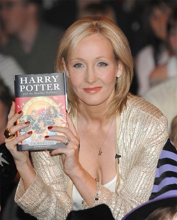 Joanne Rowling zarobiła w tym roku 34 miliony funtów! To i tak dwa razy mniej niż rok temu...