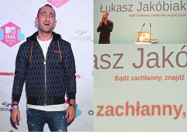 Łukasz Jakóbiak szuka tłumaczy z hindi, tajskiego, arabskiego do pracy... za darmo!