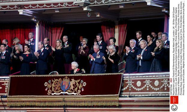 """Księżna Kate w opasce z sieciówki i Meghan Markle w kolczykach za PONAD 100 TYSIĘCY ZŁOTYCH """"jednoczą się"""" na uroczystościach (ZDJĘCIA)"""