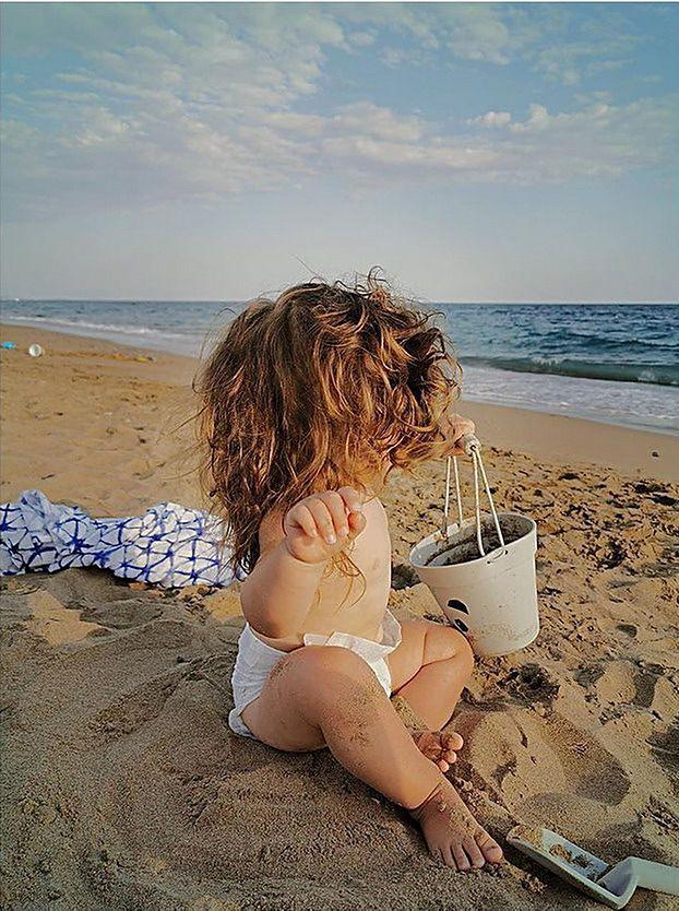 Edyta i Czarek Pazurowie POZUJĄ RAZEM NA PLAŻY i podsumowują wakacje z pociechami