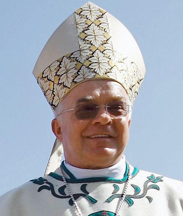 W komputerze arcybiskupa znaleziono 100 TYSIĘCY PEDOFILSKICH PLIKÓW!