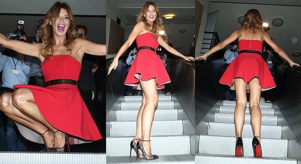 Górniak pozuje na schodach w krótkiej sukience... (ZDJĘCIA)